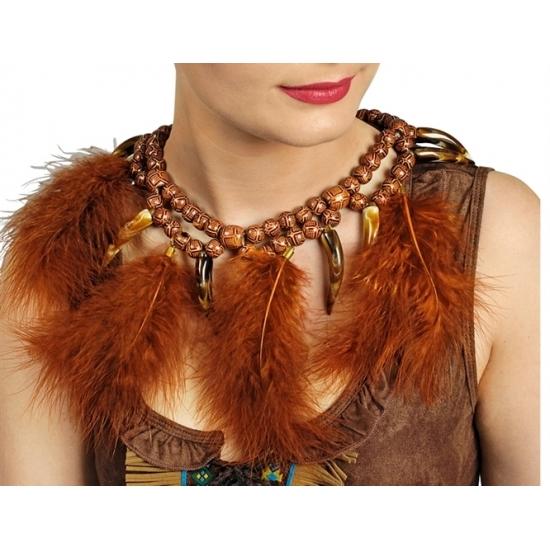 Indianen ketting met veren. bruine indianenketting met kralen, (nep) slagtanden en veren. geschikt voor ...